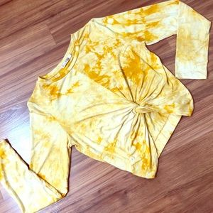 🌼2/$15 Heart & Hips yellow top, cropped style,